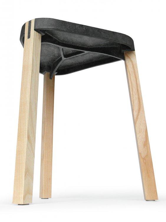 Сиденье табурета выполнено из композитного материала FluidSolids