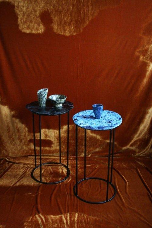 Столешницы выполнены из биопластика на основе казеина. Дизайнер Тесса Сильва