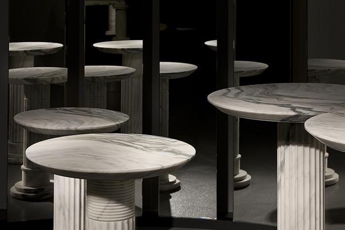 Стол от модельера Карла Лагерфельда